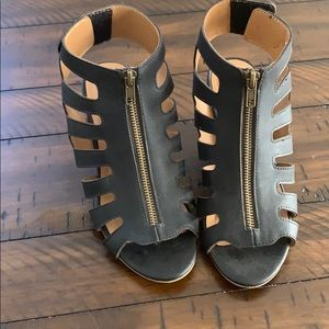 Woman's casual wedge shoes